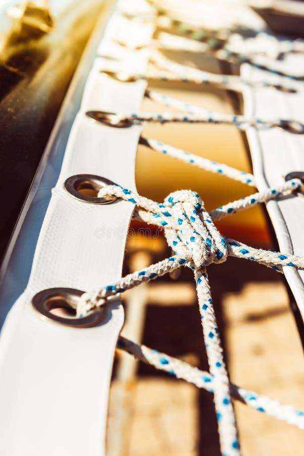 Filet de s?curit? moderne de yacht photographie stock libre de droits