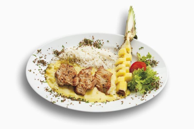 Filet för Turkiet höna som garneras med ris-, ananas- och currysås royaltyfria bilder