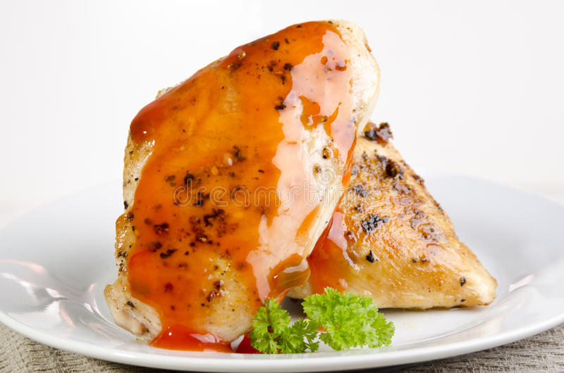 Filet grillé brun d'or de poulet photographie stock
