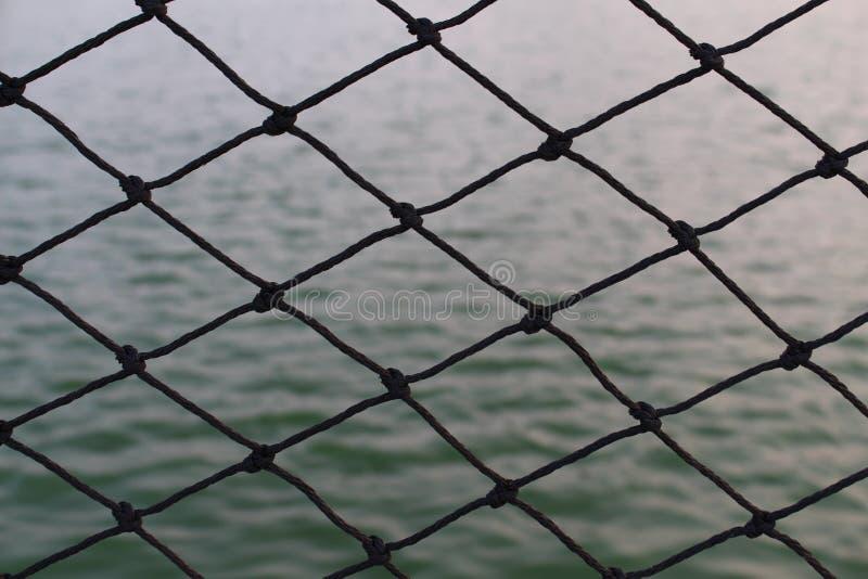Filet noir et l'eau de lac photographie stock