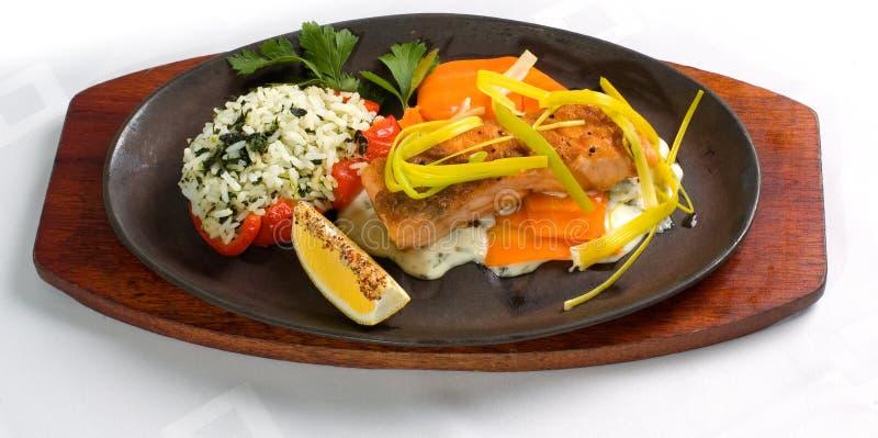 filet z łososia ryżowy szpinak fotografia royalty free