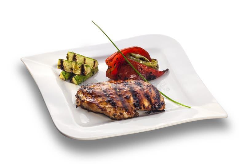 Filete asado a la parrilla del pollo y verduras asadas imágenes de archivo libres de regalías