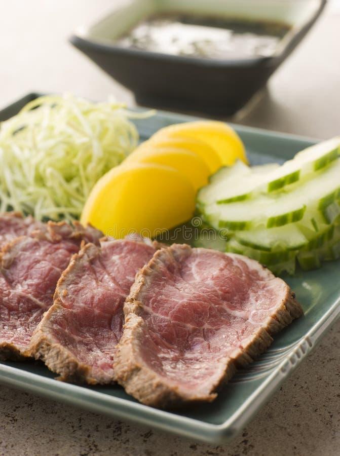 Filete chamuscado de la carne de vaca con la salsa de Ponzo imagen de archivo libre de regalías