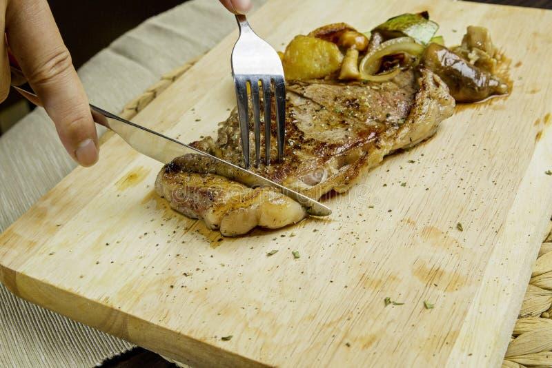 Filete de carne de vaca asado a la parilla imagen de archivo libre de regalías