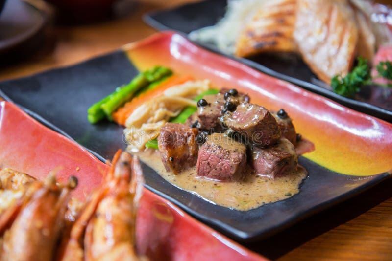 Filete de carne de vaca con la salsa de pimienta imagenes de archivo