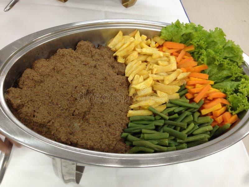 Filete de carne de vaca con los veh?culos foto de archivo libre de regalías