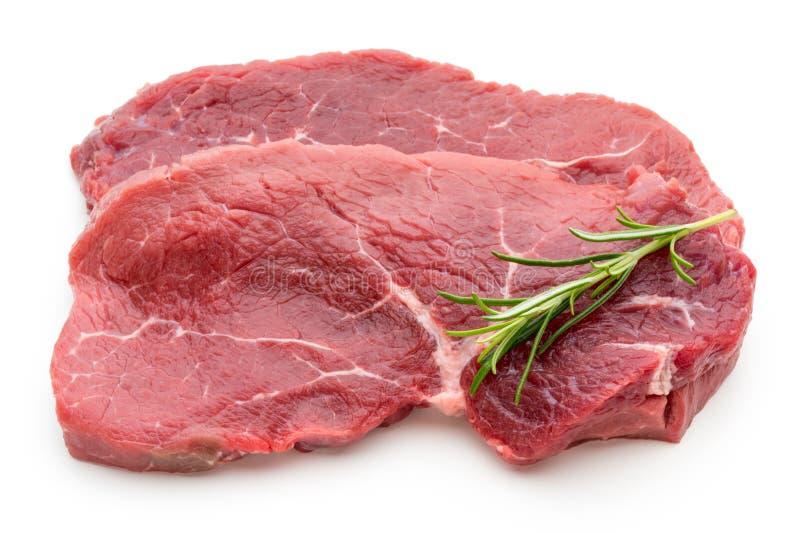 Filete de carne de vaca crudo fresco en blanco fotos de archivo libres de regalías