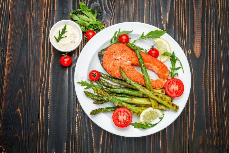 Filete de color salmón asado curruscante imagen de archivo