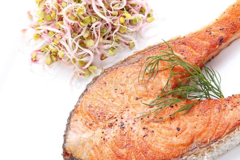 Filete de color salmón asado a la parrilla curruscante fotos de archivo libres de regalías