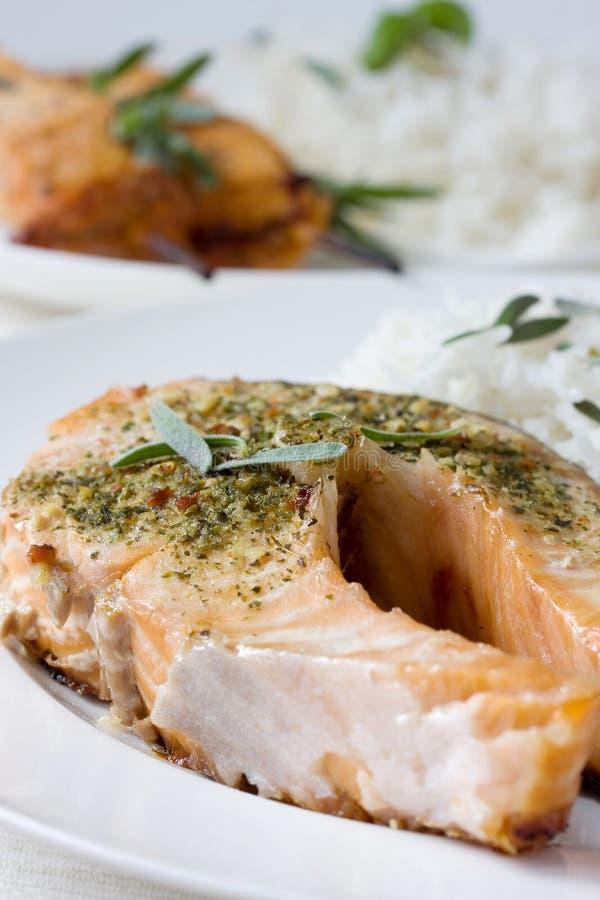 Filete de color salmón de la barbacoa fotos de archivo
