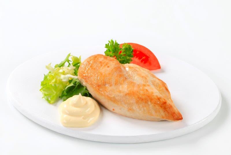 Filete de pecho de pollo con mayonesa foto de archivo