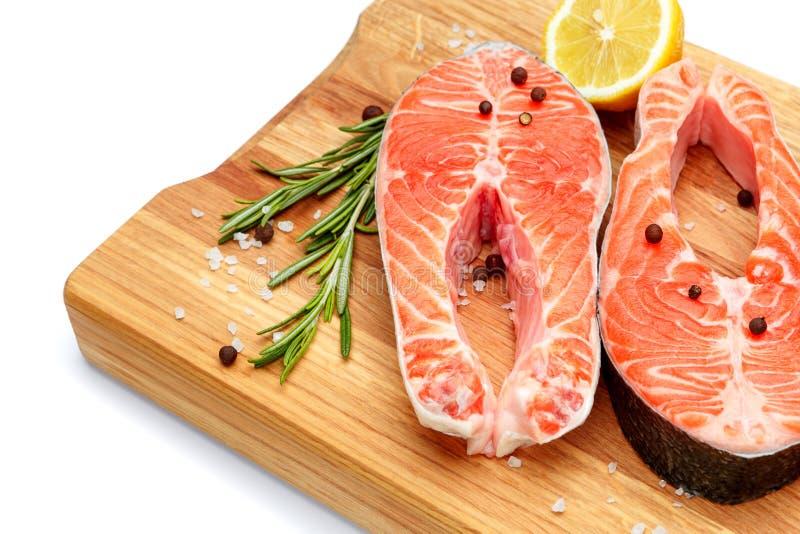 Filete de pescados rojo de color salmón crudo fresco imagenes de archivo