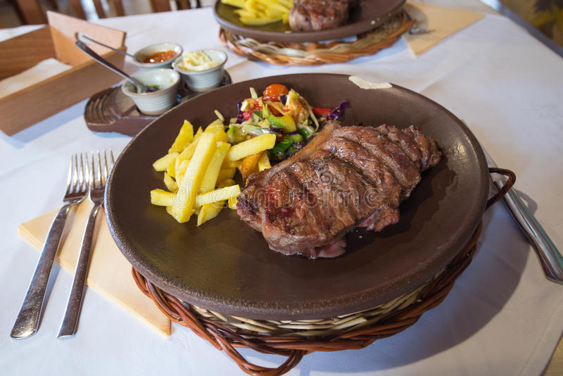 Filete del bistec de costilla de la carne de vaca imagen de archivo libre de regalías