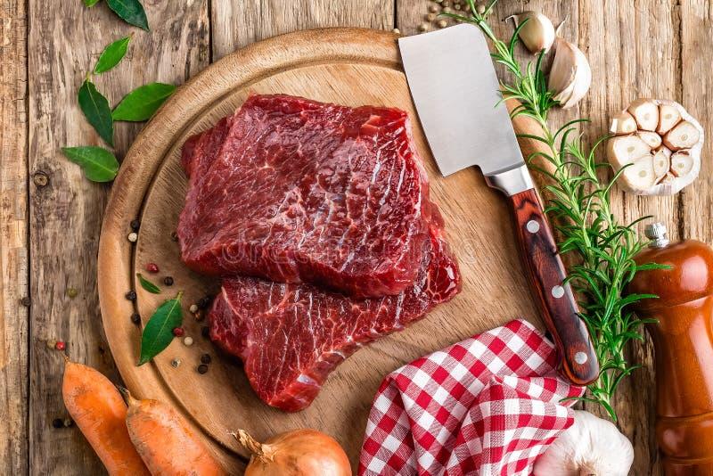 Filetes de carne de vaca de la carne cruda imágenes de archivo libres de regalías