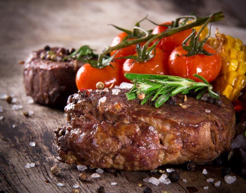 Filetes de carne de vaca deliciosos fotos de archivo