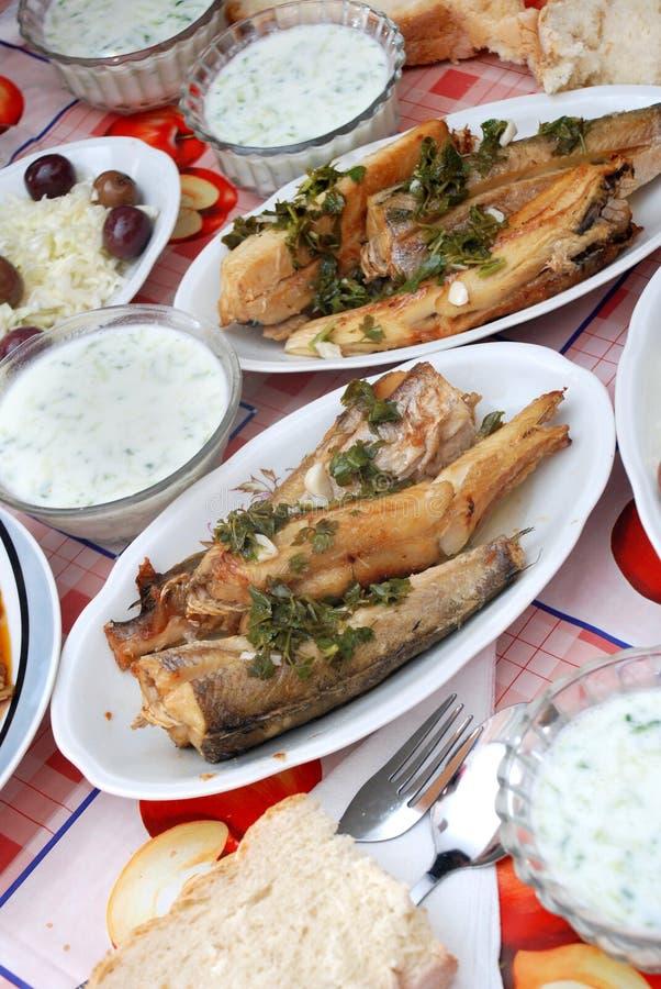 Filetes de pescados asados a la parilla fotos de archivo