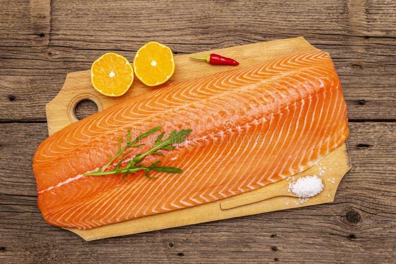 Filetto fresco di salmone norvegese Fonte dell'omega 3, concetto equilibrato di alimentazione sana fotografia stock