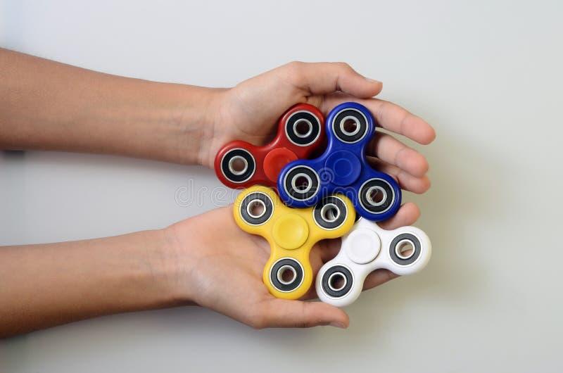 Fileur de main, jouet remuant de main photos stock