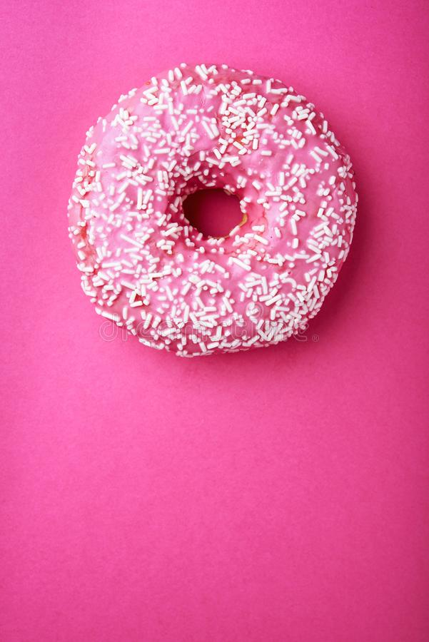 A filhós cor-de-rosa com branco polvilha fotos de stock