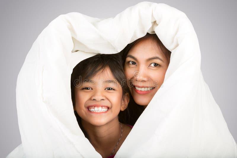 Filha e mãe fotografia de stock