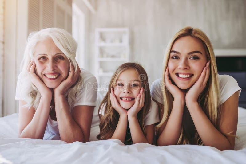 Filha, mãe e avó em casa imagem de stock royalty free