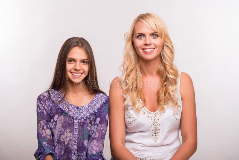 Filha nova da mãe e do adolescente fotografia de stock