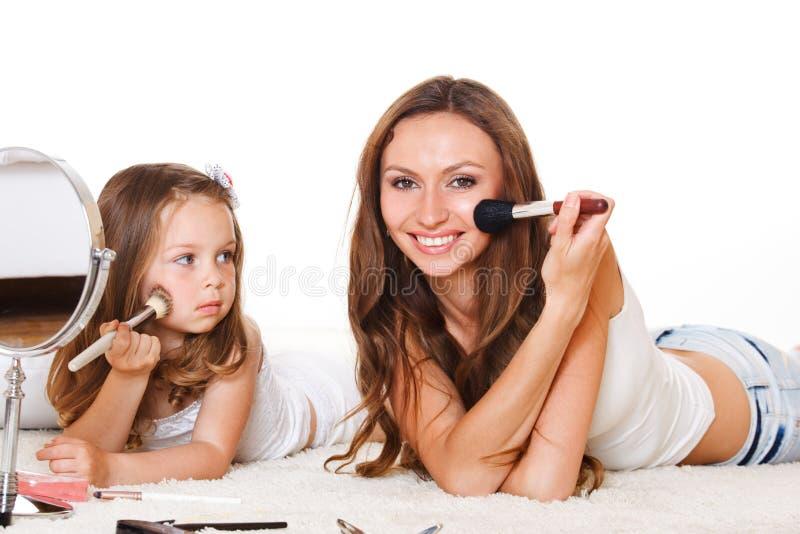 A filha olha a matriz imagens de stock royalty free