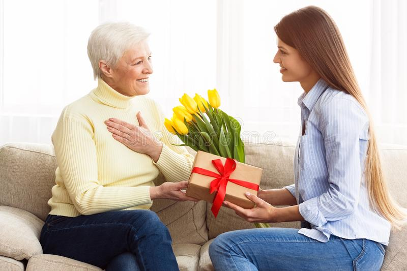 Where To Get An Ideal Gift Box For Your Mom?