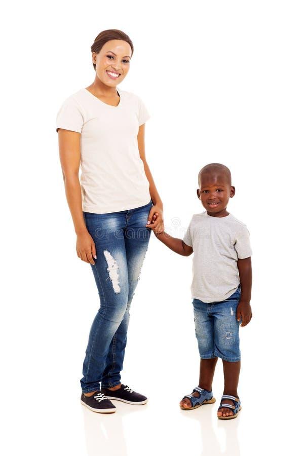 Filho afro-americano da mãe imagem de stock