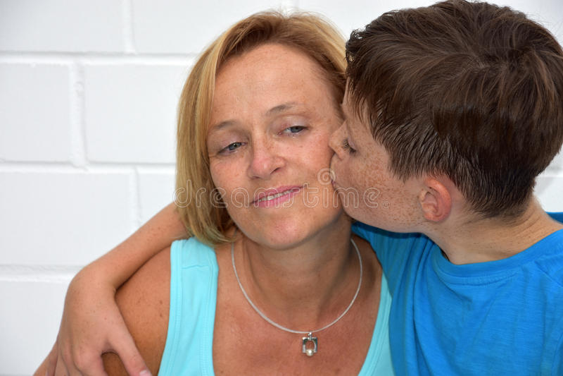Filho da mãe e do adolescente fotografia de stock royalty free