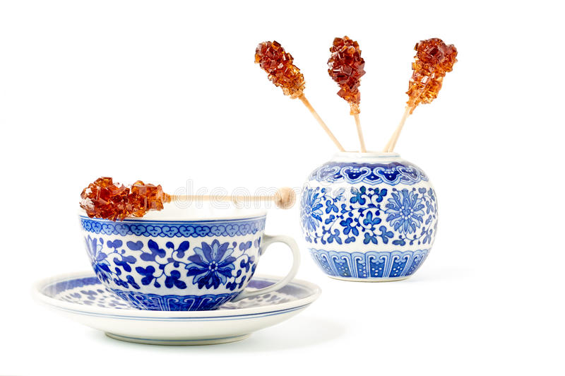 Filiżanka herbata i Brown cukieru kociuby fotografia royalty free