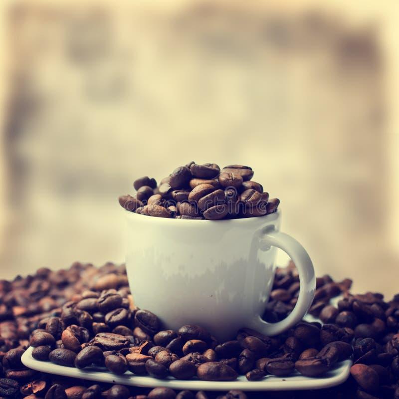 Filiżanka i kawowe fasole obrazy stock