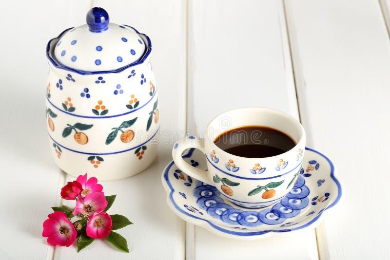 Filiżanka kawy na śniadaniowym stole obrazy royalty free