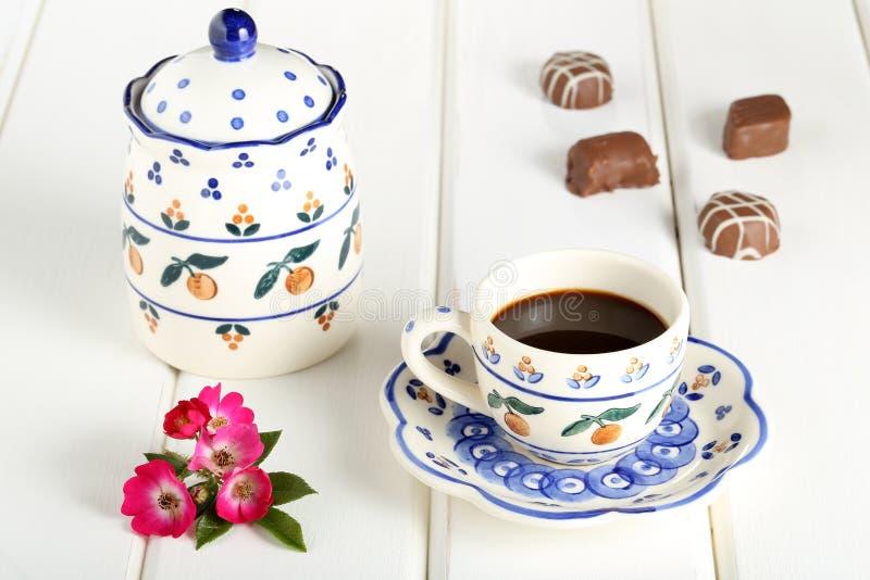 Filiżanka kawy na śniadaniowym stole zdjęcia stock