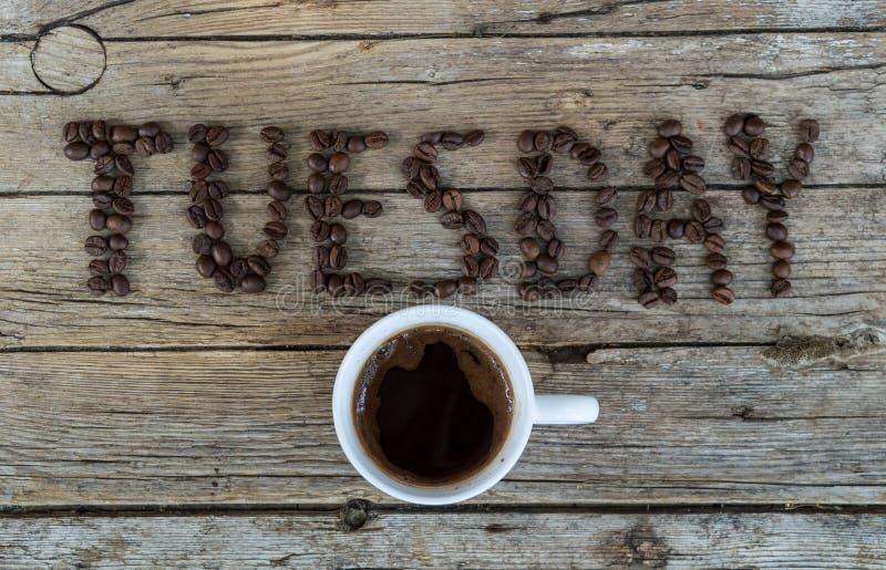 Filiżanka kawy na drewnianym tle zdjęcia stock