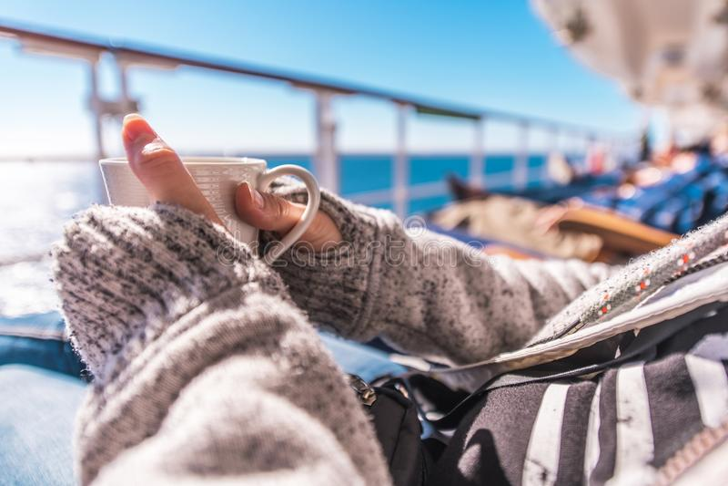 Filiżanka Kawy na statku wycieczkowym zdjęcie royalty free