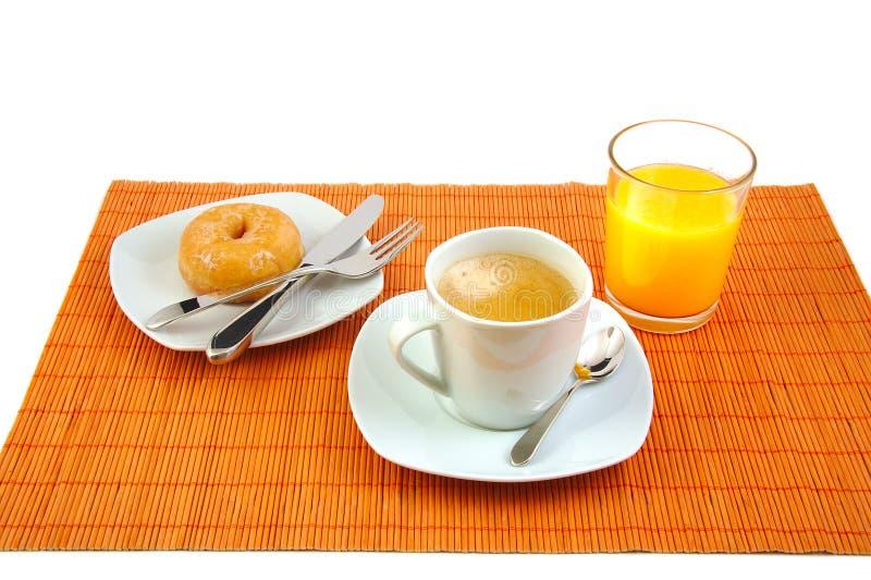 Filiżanka kawy, szklany sok pomarańczowy i glazurujący zdjęcia royalty free