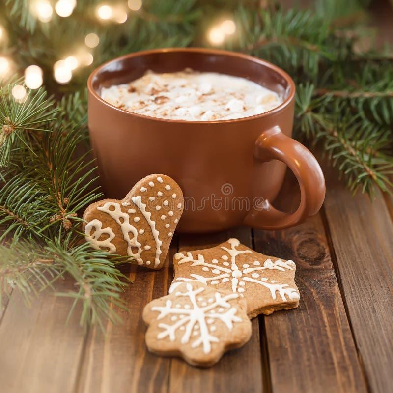 Filiżanka kawy z Bożenarodzeniową słodkością obraz stock