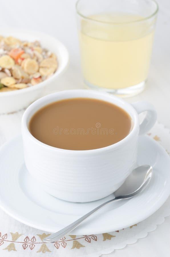 Filiżanka kawy z mlekiem fotografia royalty free