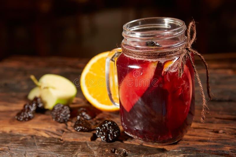 Filiżanka organicznie cytryny owoc herbata obrazy stock