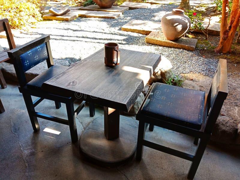 filiżanka stół zdjęcie stock