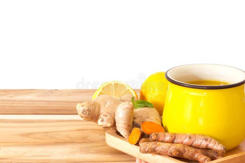 filiżanka Turmeric herbata z cytryną i imbirem, korzyści dla reduc zdjęcia stock