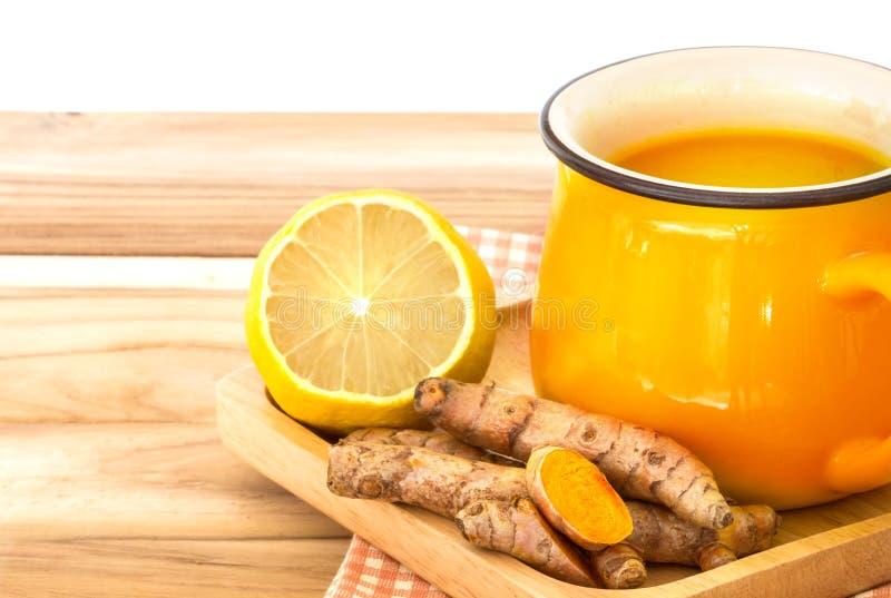 filiżanka Turmeric herbata z cytryną i imbirem, korzyści dla reduc zdjęcie royalty free