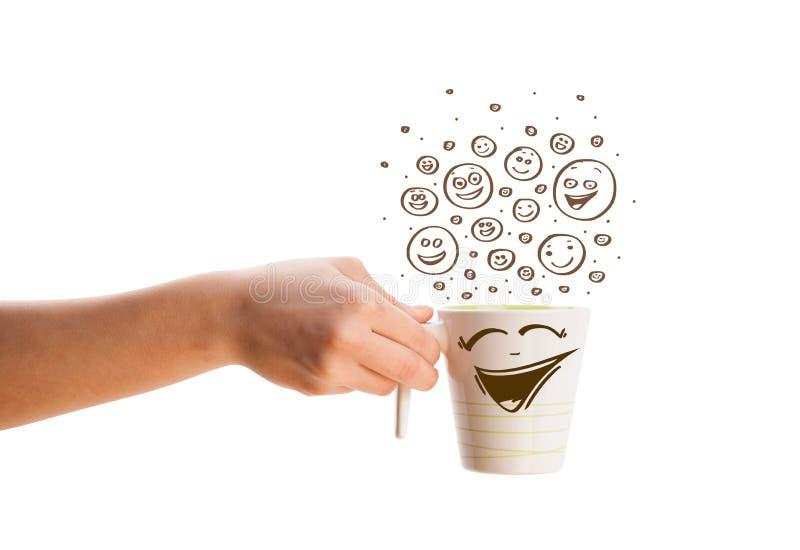 Filiżanka z brown ręka rysującym szczęśliwym smiley stawia czoło obrazy royalty free