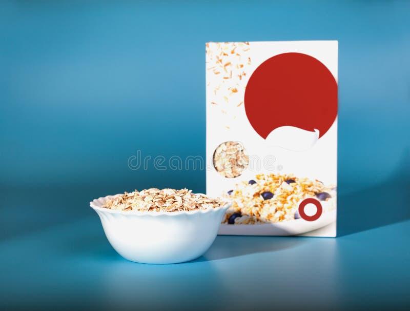 Filiżanka zboża Zdrowy śniadanie w pudełku obraz royalty free