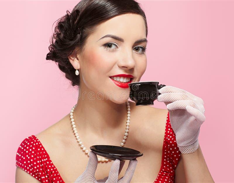 filiżanki dziewczyny herbata zdjęcie royalty free