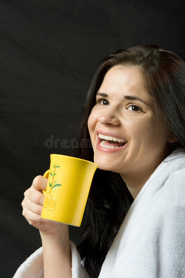 filiżanki kobieta szczęśliwa herbaciana obraz royalty free