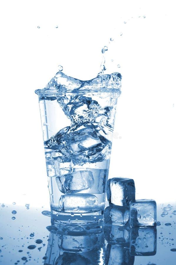 filiżanki woda obrazy stock