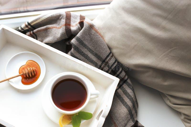 Download Filiżanka herbata obraz stock. Obraz złożonej z poduszka - 65226053