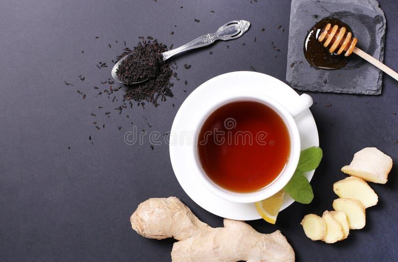 Download Filiżanka herbata zdjęcie stock. Obraz złożonej z biały - 65226168